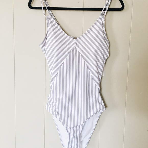 Cupshe Other - Cupshe stripped swimsuit